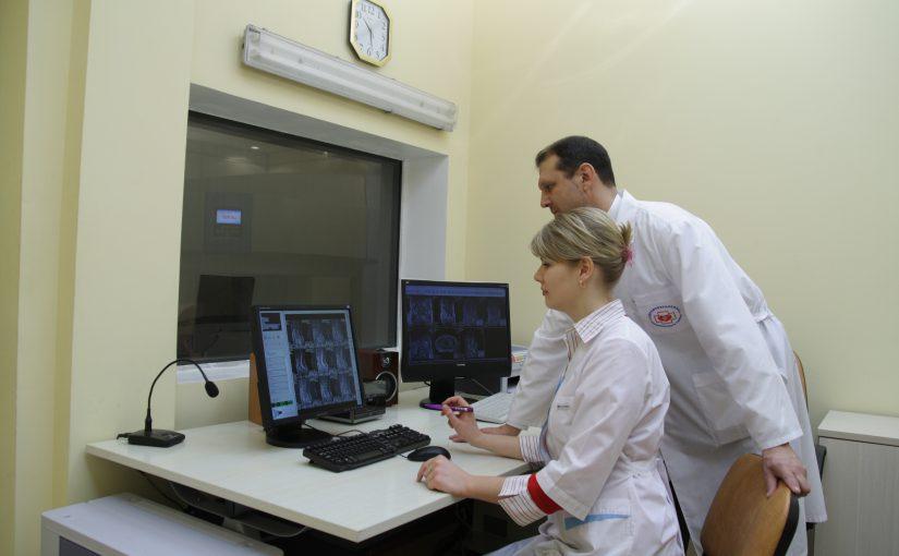 Рентген коленного сустава: в чем эффективность процедуры